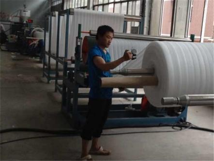 珍珠棉生产车间作业中